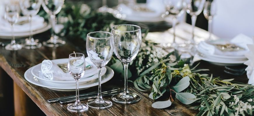 HOW TO SET A DINNER TABLE FOR ANY OCCASION